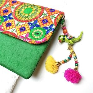 Global gallery envelope style clutch bag with chai